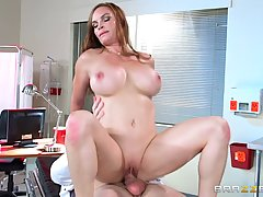 Big titted woman, Diamond Foxxx is often going to a special clinique to get a good fuck