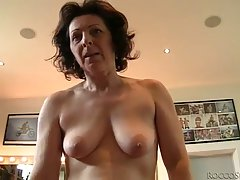 Mature woman is happy every time her lover stops by to fuck her brains out