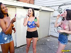 Check out theese popsickle suckers, our babes are eager to impress everyone in this video