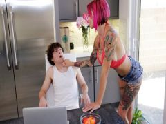 Anna Bell reduces stress a drochka and a rigid fuck with the young guy