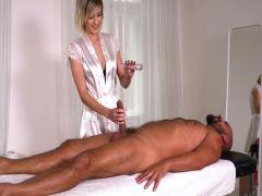 Бывшая пианистка из Питера в Чикаго трахается в зад с мужиком во время массажа