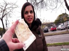 The young tourist fucks with the Spanish beauty for money