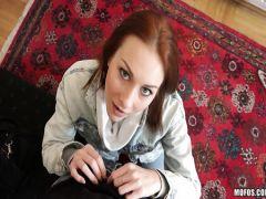 Иностранец с большим пенисом трахает русскую рыжую телку на квартире