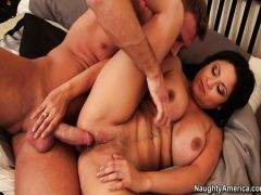 The full brunette sucks off the neighbor in a parting case with the girlfriend