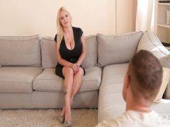 The smart blonde terebonkat a manda on a casting