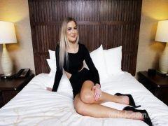 Красивая блондинка занимается сексом на кастинге за приличный гонорар