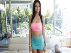 The young brunette prefers to snoshatsya on a casting for money