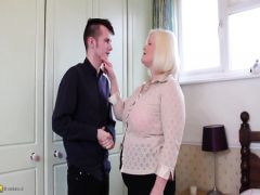 The mature woman tempts the young designer on hard sex at home
