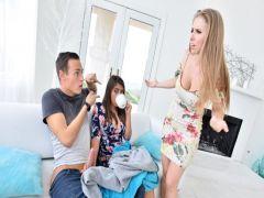 Парень снимает на видео групповой секс с парой подружек в плане домашней эротики