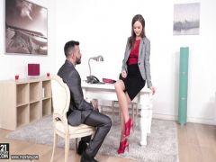 Русская телка предоставляет клиенту горящий тур и замечательный секс