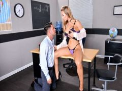 Prepodsha receives a high from sex with the student after classes