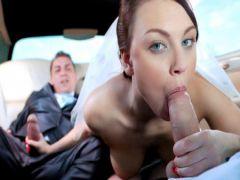 Жених с оператором по очереди шпилят невесту в салоне авто