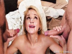 The beautiful blonda receives double penetration on the course of sale of the house