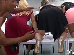 porno-vecherinka-dlya-ofisnih-zhenshin-leoni-sant-porno