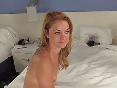 Блондинка Рэнди получила член ее трудная задница и наслаждалась каждой секундой его